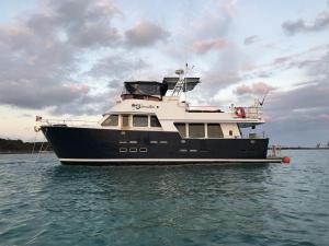Smartini anchored at Rose Island